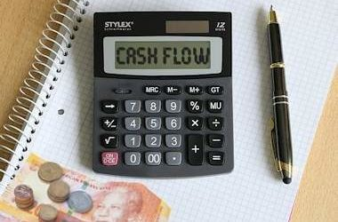 How to manage your business's cash flow